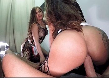 Woman shaking their pussy